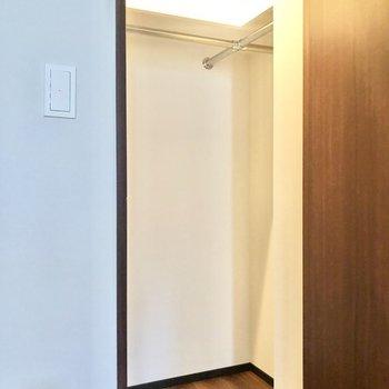 【約6帖】L字にしっかり収納できそうでうです。※写真は6階の同間取り別部屋のものです