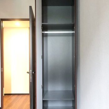 【約4.7帖】整頓がしやすそうなコンパクトなクローゼットです。※写真は6階の同間取り別部屋のものです