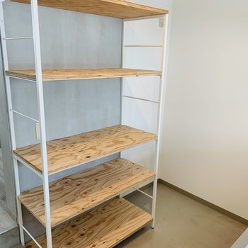 備え付けの棚もうれしい。スペースも余裕あります