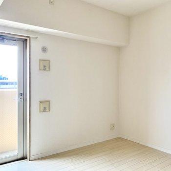 洋室はダブルベッドも置ける広さです◎(※写真は清掃前のものです)