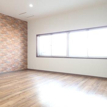 一番奥にはこちらの洋室。ダンスできそう。