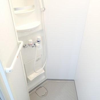 シャワールームで浴槽はありません。
