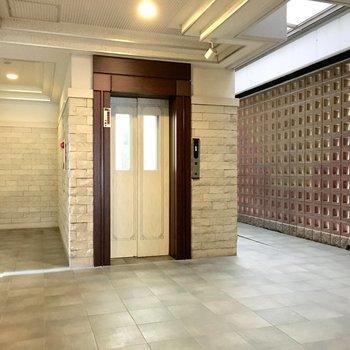 共用部】エレベーターホールは高級感ある雰囲気に。
