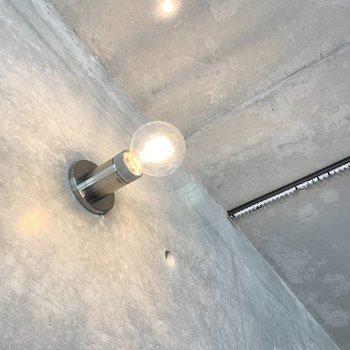 電球照明でデザイン性を感じます。
