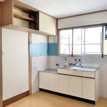 キッチンはまわり可愛らしい空間。お料理も捗りそう!