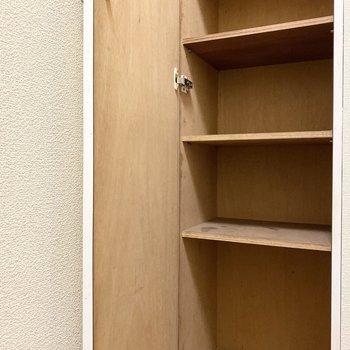 玄関横の靴収納にはブーツなども入りそうです。※写真は1階の同間取り別部屋のものです