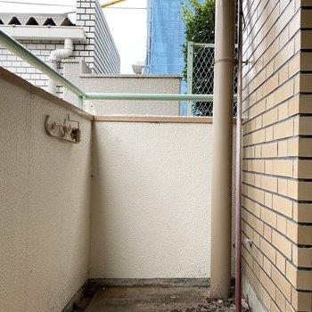 洗濯物はここで。※写真は1階の同間取り別部屋のものです