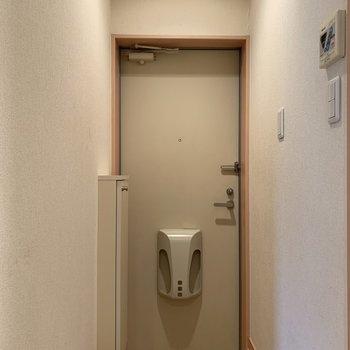 玄関です※写真は1階の同間取り別部屋のものです