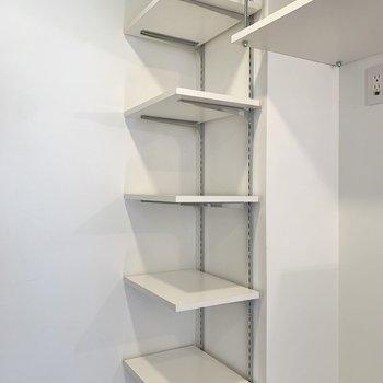この棚には靴だけでなく、フレグランスなども置けそうです。