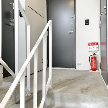 階段で3階までお越しくださいね。