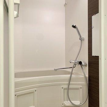 浴室は乾燥機が付いているので、物干しにも活躍しそうです。