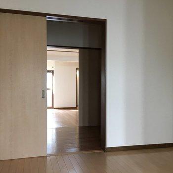 玄関から見たらこんな感じで、奥行きがあり広かったです