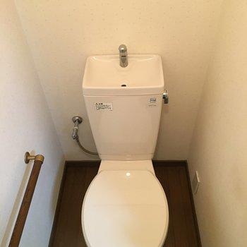 トイレは床もリノベされてキレイキレイ〜
