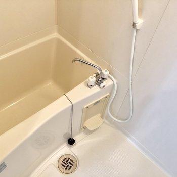 お風呂に鏡が必要なら準備してくださいね。(※写真は3階同間取り別部屋、モデルルームのものです)