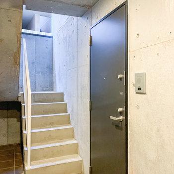 建物に入って右手のお部屋です。