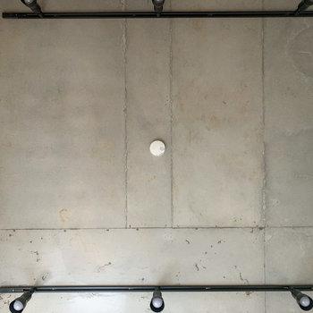 天井はコンクリート!