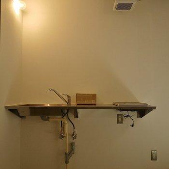 キッチンぽくないスタイリッシュさ!※写真は別室です。