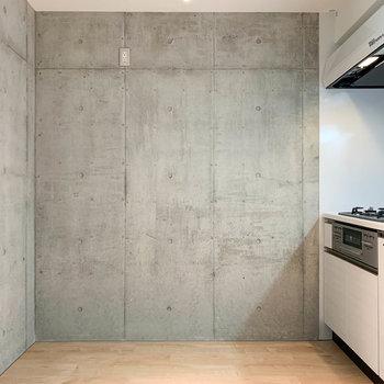 【上階】キッチン周りはゆとりがあります。