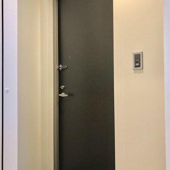 扉はモダンな印象ですよ◎※写真は前回募集時のものです
