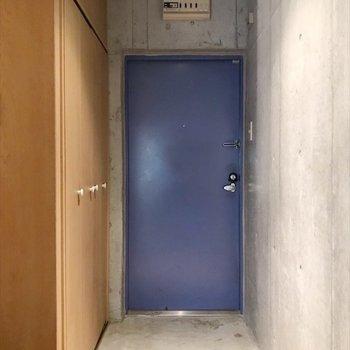 コバルトブルーの玄関!