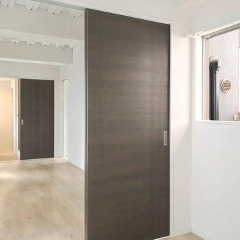 リビングは9.7帖。家具は少なくスッキリしたお部屋づくりをしたい。