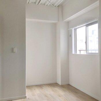 玄関側にも3.8帖のサービスルーム。書斎兼衣装部屋として使いましょう!