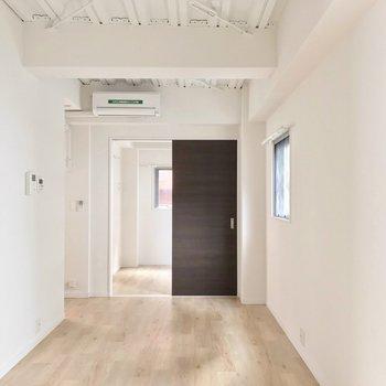 淡い色の内装は、どんな家具も似合いそう◎