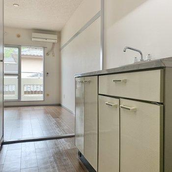 廊下は少しゆとりがありますよ※写真は2階の同間取り別部屋のものです