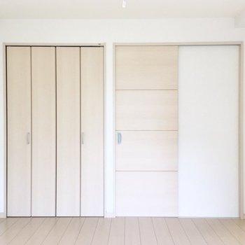 ドアがスライド式なので、入り口近くの家具の設置がしやすそうですね。