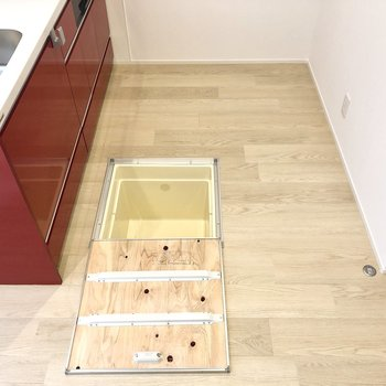 【LDK】スペース広めで床下収納もありました。