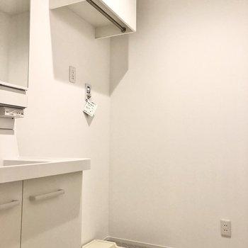 洗濯機置き場は脱衣所に。浴室乾燥機使用時の動線もいいですよ。