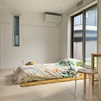【洋室6帖】リビング横の洋室