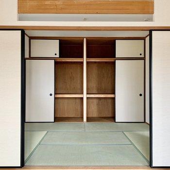 和室は押入れタイプの収納あり。(※写真は4階の同間取り別部屋のものです)