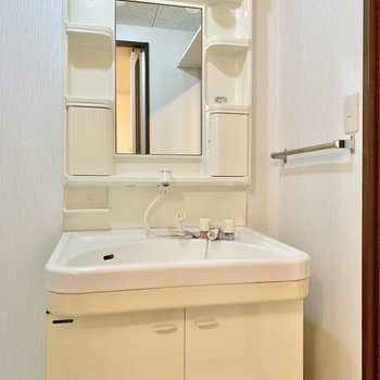 ノズルが伸びるから洗いやすい◎(※写真は4階の同間取り別部屋のものです)