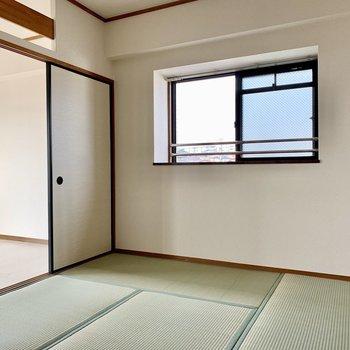 和室に小窓あります。(※写真は4階の同間取り別部屋のものです)