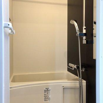 お風呂は暖房・乾燥機付きです。