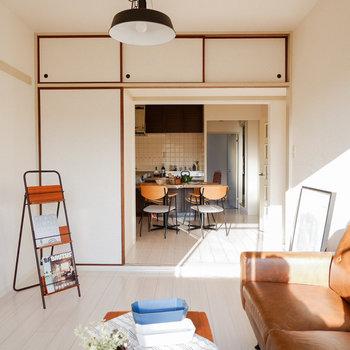 【洋室6帖】家具の配置には困らなそう。※写真は3階の同間取り別部屋のものです