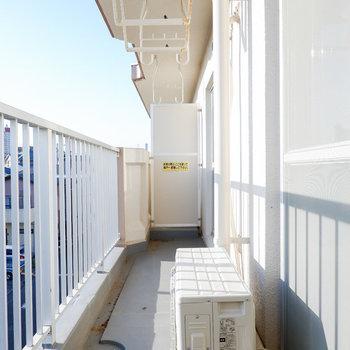 和室から出られるバルコニーはゆったりめです。※写真は3階の同間取り別部屋のものです