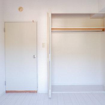 【洋室4.6帖】クローゼットも大きいです。※写真は3階の同間取り別部屋のものです