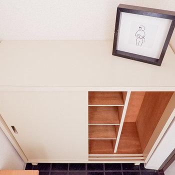 靴箱はまずまずの容量。※写真は3階の同間取り別部屋のものです