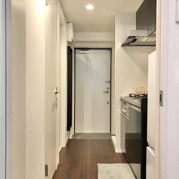 廊下に出て、キッチンへ。