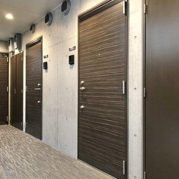 まだ新築なので1〜2階で空室が選べますよ。