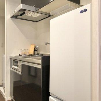 冷蔵庫も付いていて、新生活に助かります。