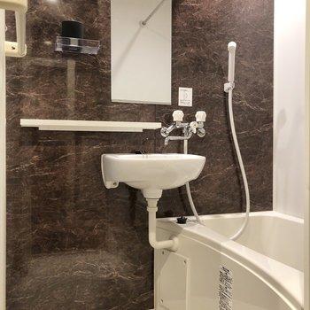 お風呂も高級感あります。追い焚き、浴室乾燥もついてます!