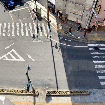 下は交差点。