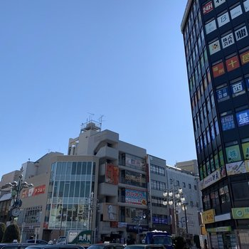 駅前は飲食店もたくさんあります。