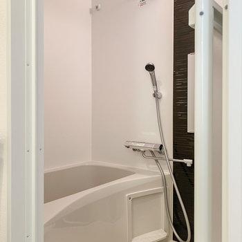 お風呂は嬉しい浴室乾燥機付き。