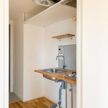 あえて配管を見せるタイプのキッチン......たまりません。