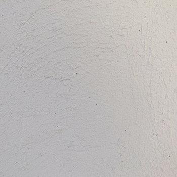 ザラザラとした質感の味わいのある壁。