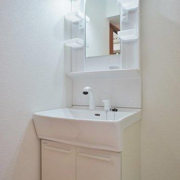 洗面台もシャンドレでいいね!。※写真は類似タイプのお部屋のもの